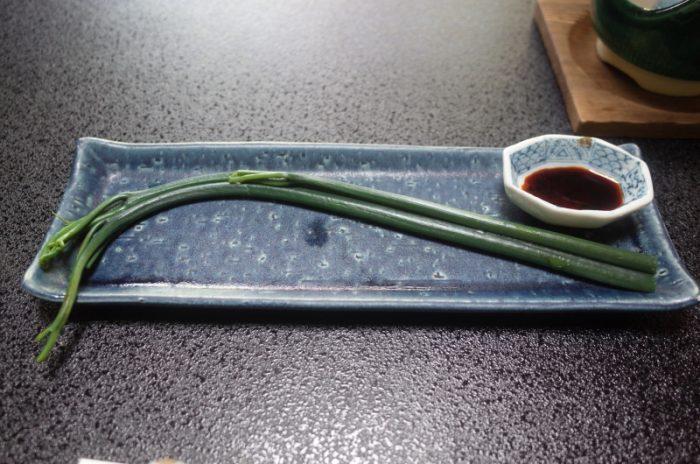 秋田の郷土料理の料亭で、わらびのモグモグ食べ!