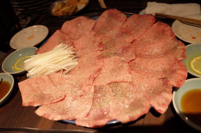 並カルビとは思えない美しい霜入りのお肉